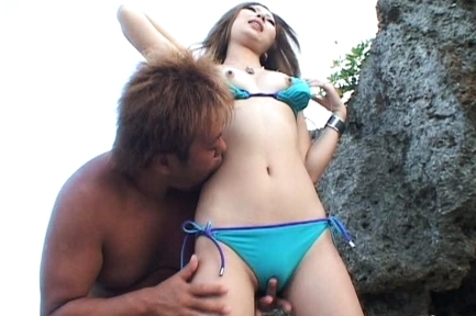 Yurina Asian doll has some outdoor sex