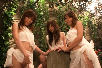 Karen Kisaragi, Kaede Fuyutsuki and friends Miyu and Misaki Eldorado