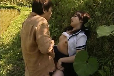 Lovely Asian model gets an outdoor fuck