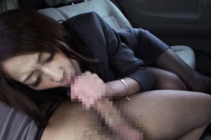 Yuu Kanda Asian babe is in the car with black stockings