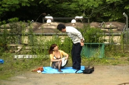 Horny Japanese couple have hardcore outside sex fun