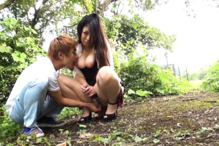 Babe Rie Suzumiya outdoor fucking action