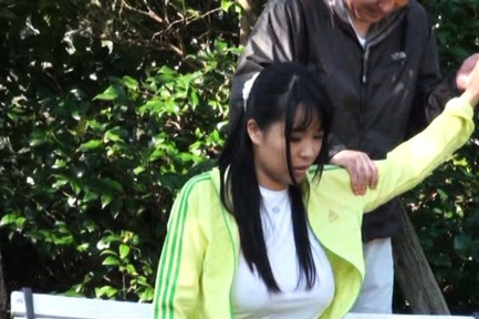 Nice teen Japanese sporty girl endures outdoor banging
