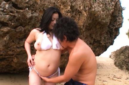 Curvy busty girl Minako Komukai gets fingered and nailed outdoors